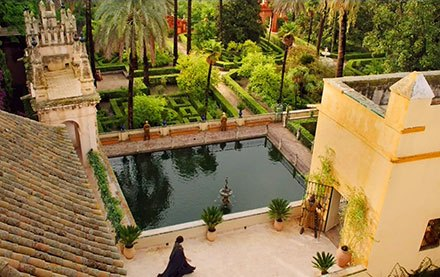 Ellaria Sand overlooking the Alcázar gardens and Mercury's Pond